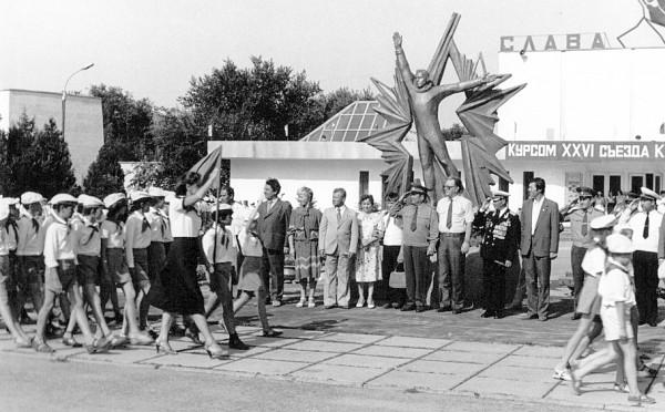 Официальная часть визита Юрия Гагарина в пионерский лагерь