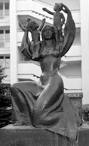 «Дети родины». Скульптор: А.Е. Шмаков. Расположение: на пересечении ул. Токарева и пр. Ленина