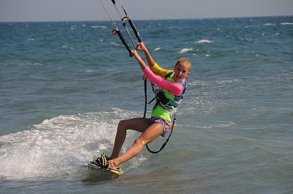 Ни с чем несравнимое удовольствие мчаться по водной глади используя силу ветра.