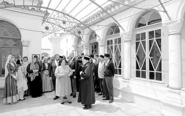 Спустя ровно 100 лет в Крым приехали наследники августейших особ династии Романовых, Мария Романова и цесаревич Георгий Михайлович