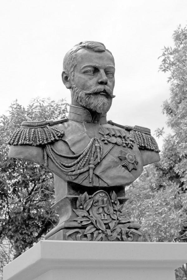 Бюст Николаю II в Евпатории. Установлен в 2016 году на набережной им. Терешковой