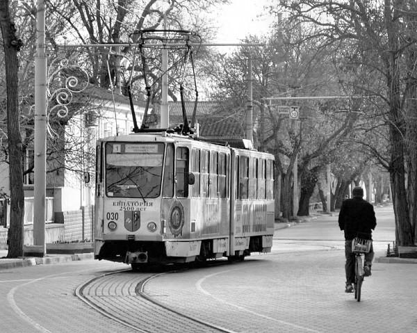 Трамвай марки Татра KT4SU.